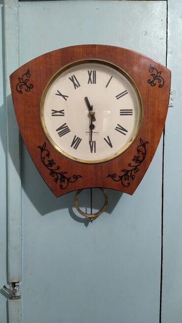 Продаю настенные часы СССР рабочии в отличном состоянии