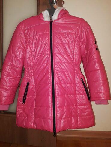 Куртки - Кыргызстан: Продаю детскую куртку (деми) на девочку 8-9 лет
