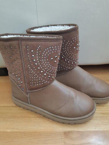 Čizme brpj 37. Tople, atraktivne, nošene nekoliko puta. Očuvane su