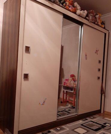 вешалка в коридор в Азербайджан: Şifonyer 3 asilqan 2 yiqma polkasi var