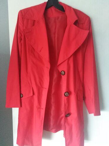Nov kaputic, ne nosen, velicina 40,jarko crvene boje, odlicno stoji