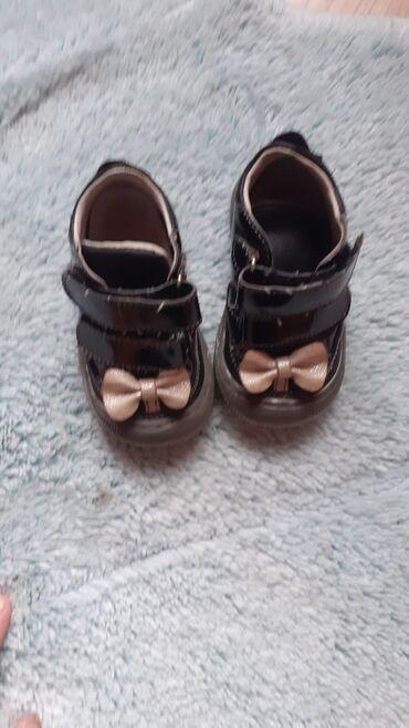 Dečije Cipele i Čizme - Varvarin: Bebe devojčice  Obuća. 19 broj cene lod 200 do 700din