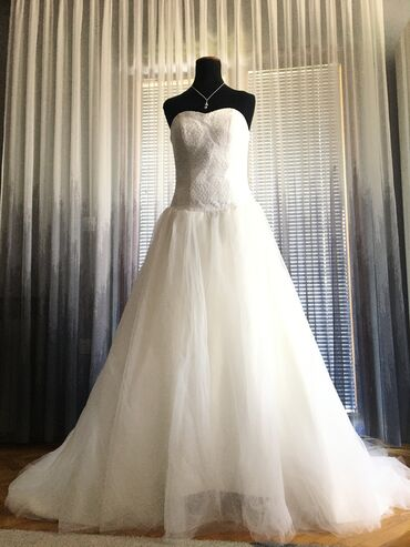 Jobs in malta - Srbija: Wedding Strapless ball gown Size 8Bought in Malta. Used OnceOriginal