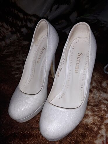 Женская обувь в Беловодское: Туфли. Белые. С блёстками. Каблук 10 см. Размер 35