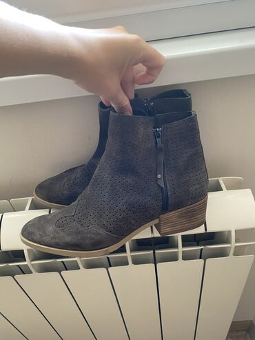 Bunda od cincile - Srbija: Solo shoes letnje čizme od velura. Broj 39. Potpuno nove. Prodaju se