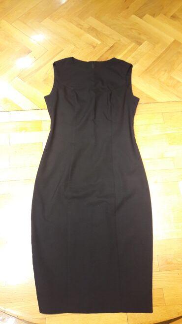 Crna haljinavelicina S u odlicnom stanju
