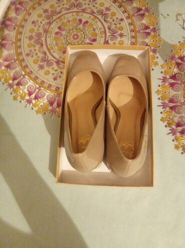 10561 объявлений: Продаю женские туфли новые фирменные 37размер лакированные.Очень