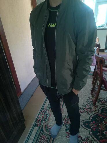 Куртка дорогая сама по качеству хорошая цвет хаки летняя для вечернего