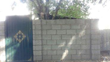 Токмок. Срочно продаю кирпичный полдома 4 комнат деревянные полы ,вода in Токмак