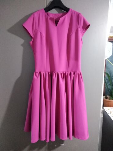 Продаю платье 50 размер. Одивали один раз. Ткань барби. Г. Карабалта