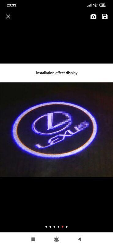 Lexus loqosu satılır. Qapılar açıldıqda yanır bağlandıqda sönür