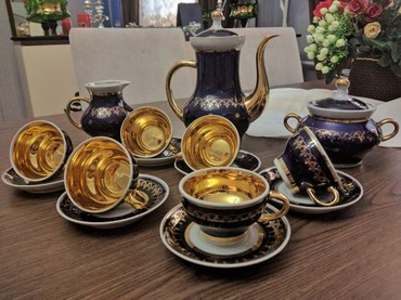 Kofe dəsti satilir. 6 tarelka, 6 fincan, 6 nəlbəki, 1 süd qabi, 1 şəkə