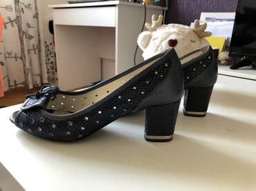 Ženske cipele, KOŽNE, nošene, ali u jako dobrom stanju. Br. 40. Boja
