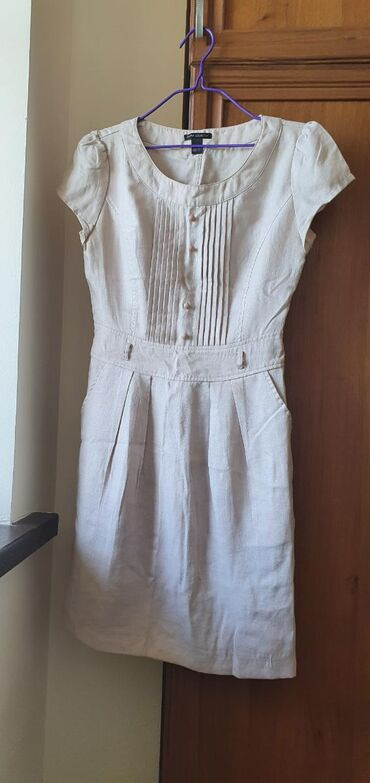 Бежевые нежное, лёгкое платье. Его легко можно комбинировать с другими