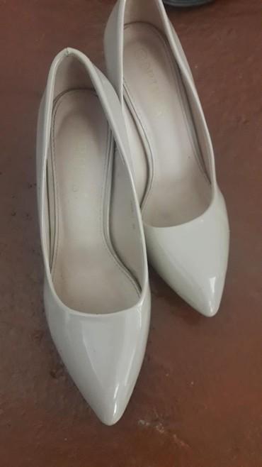 Туфли в отличном состоянии очень удобные носила 2 раза. мне оказались