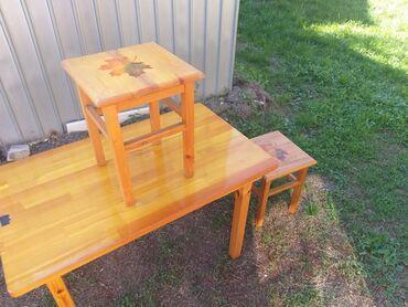 стол с табуретками in Кыргызстан   ДРУГИЕ ТОВАРЫ ДЛЯ ДОМА: Продаю стол с двумя табуретками. Материал дерево. В отличном