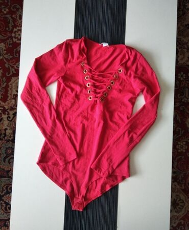 Personalni proizvodi - Jagodina: Predivan crveni bodi iz New yorker. Velicina S, bez ostecenja.Za sva
