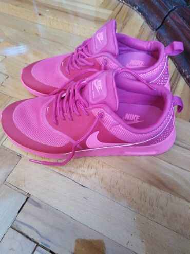 Farmerke-th - Srbija: Ženske Nike Air Max Thea patike. Kupljeno u Švajcarskoj, dobro očuvano