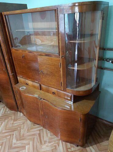 Nameštaj - Pancevo: Starinski ormani na prodaju:-Vitrina sa kruznim ugaonim