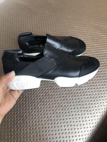 Продаю спортивную обувь, почти новая. Размер 36 цена 700 сом. Брали на