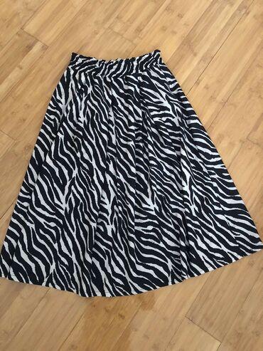 Zenska suknja je nova. Velicina univerzalna. U pitanju je poliester