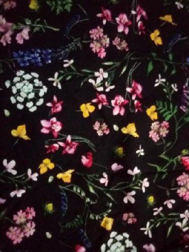 Haljina sa etiketom - Srbija: Nova Amisu haljina sa etiketom.Haljina je cvetnog dezena, ima