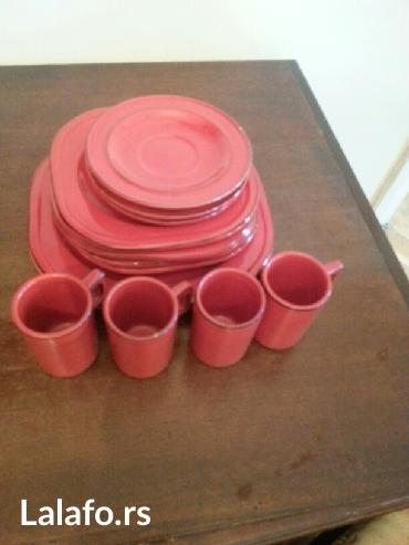 Prodaje se crveni keramicki servis - Crvenka