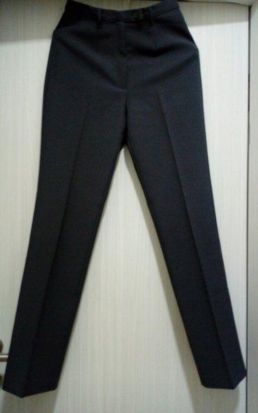 Pantalone-benetton-e - Srbija: Benetton ženske pantalone,golubije sive boje,na crtu. Veličina 38,sa