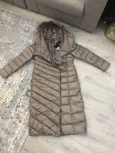 Продается теплый длинный зимний пуховик (куртка). Италия. Наполнитель