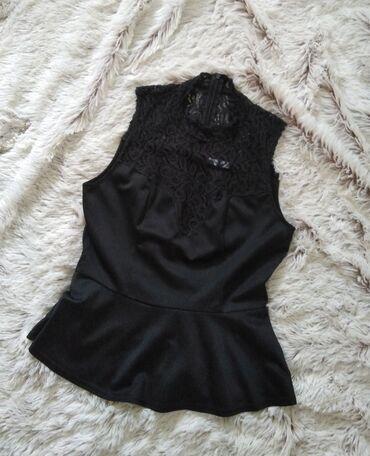 Only bluza, svilenkast sjajni materijal i cipka u gornjem delu.Pazuh