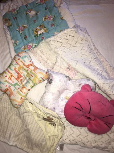 4 подушки,2 пледа,один теплый