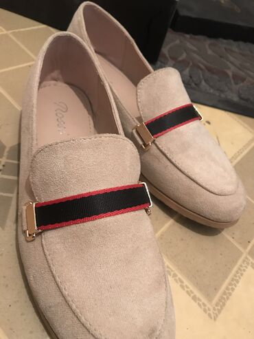Продаю балетки  Почти новые, носила 2 раза Размер 38, очень удобные