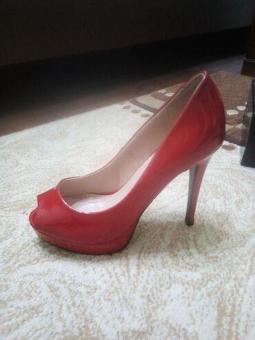 трикотажные платья для полных женщин в Кыргызстан: Для уверенных в себе женщин!Продаю лаковые красные туфли( Assol)