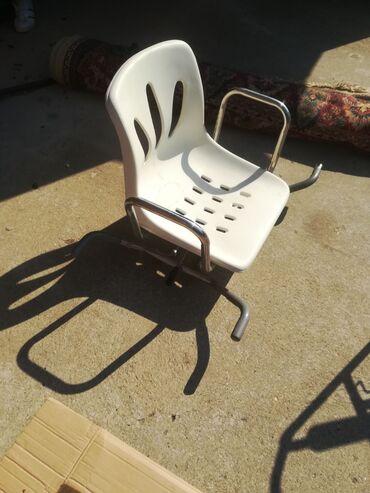 Stolica, u dobrom stanju, za više informacija pozovite, moguć dogovor