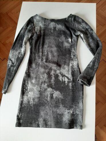 Haljine - Gornji Milanovac: Haljina prati liniju tela, velicina odgovara M ili L