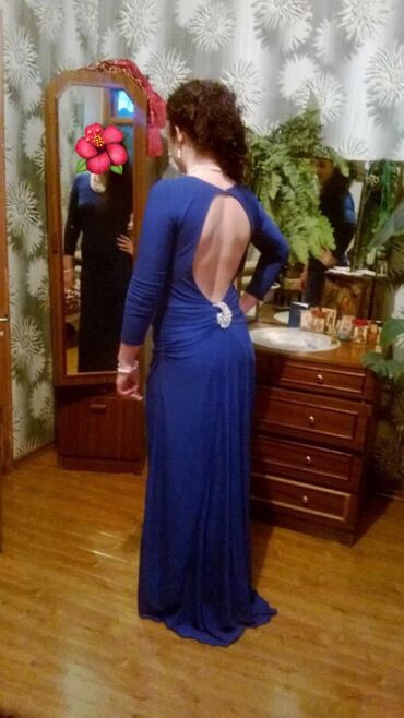 вечерние платья со шлейфом в Кыргызстан: Вечернее платье со шлейфом 46 размер самопошив  1000 сом