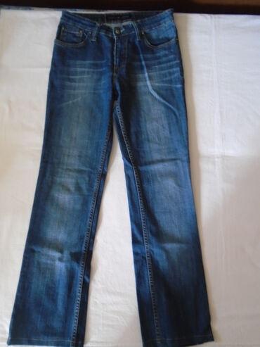 Bele pantalone - Srbija: Farmerke Exact jeans ravnog kroja, samo se blago šire ispod kolena, sa
