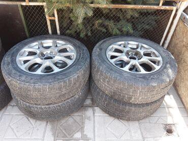 диски на авто 17 в Кыргызстан: Продаю автошины на дисках 4 штук. без дисков 3 шт. размер 235/65/17