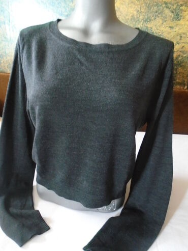 Terranova sivi crop top džemperić. Naznačena je L veličina, odgovara