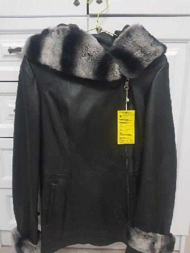 shapka s cvetami в Кыргызстан: Продаю новую куртку. Кожа, воротник кролик. Размер S-M