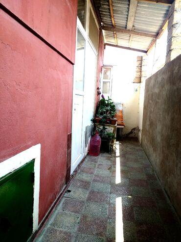 evlərin alqı-satqısı - Azərbaycan: 2 otag 1 qonag otagi hamam ve ayagyolusu evin icerisinde heyeti azdir