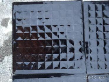 Стекла для телефонов - Кыргызстан: Продаю кафель стеклянный на кухню или в ванну кафель темный 15*15