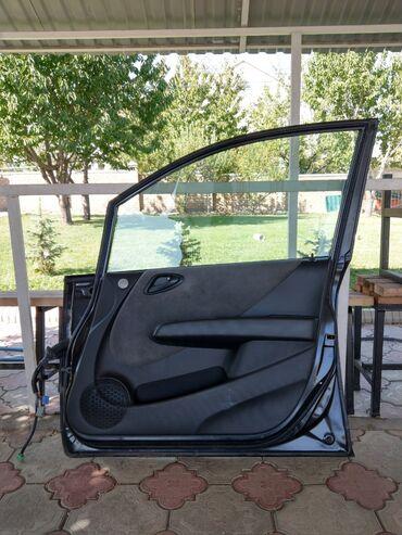 рулевая рейка honda fit в Кыргызстан: Хонда Фит дверь передняя правая, в сборе (нету: зеркала