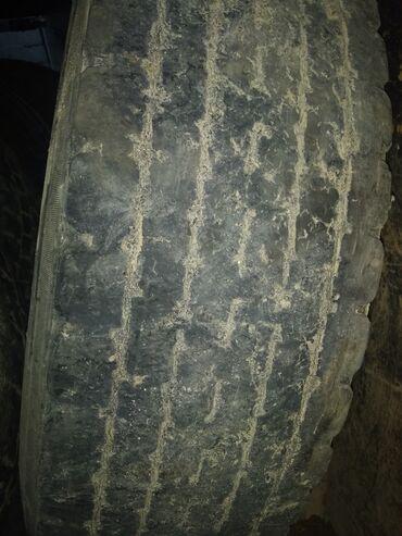 шины б у 13 радиус в Кыргызстан: Шины на 295/80/22.5 грузовые автомобили. Продаю.Протектор 20%. Можно