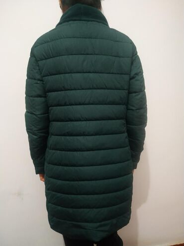 Продаю куртку одевала пару раз. В хорошем состоянии и качество, всё