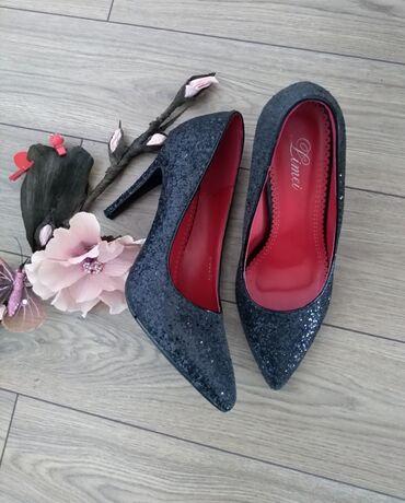 Posao u inostranstvu - Srbija: Prelepe cipele na stiklu broj 40. Nove samo probane,kupljene u