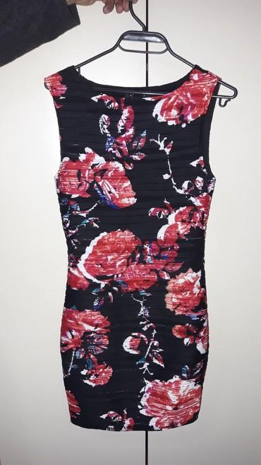 Haljine   Lebane: Amisu cvetna haljina, steznog materijala, obucena par puta br 36