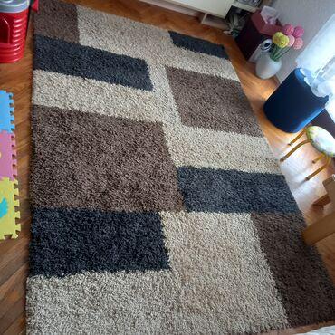 10086 oglasa: Na prodaju debeli cupavi tepih u odlicnom stanju