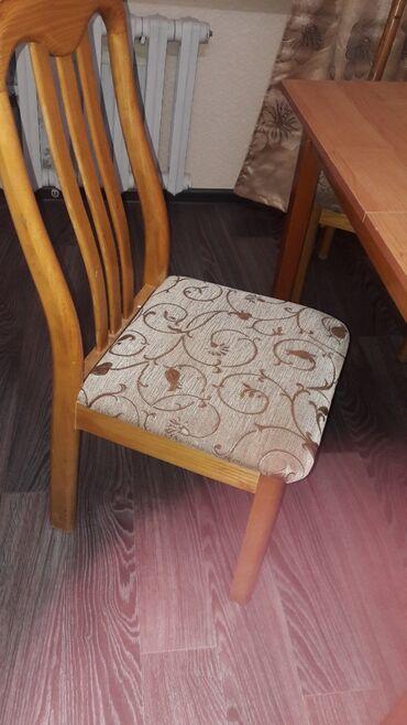 Продаю стол и 3 стула.Сост хорошее.Дерево 100%.Размеры
