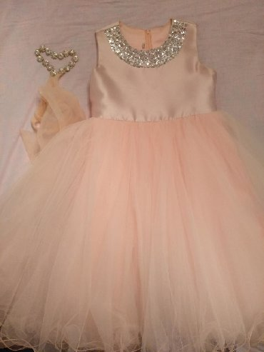 Платье нарядное пышное,цвет-персик в идеальном состоянии